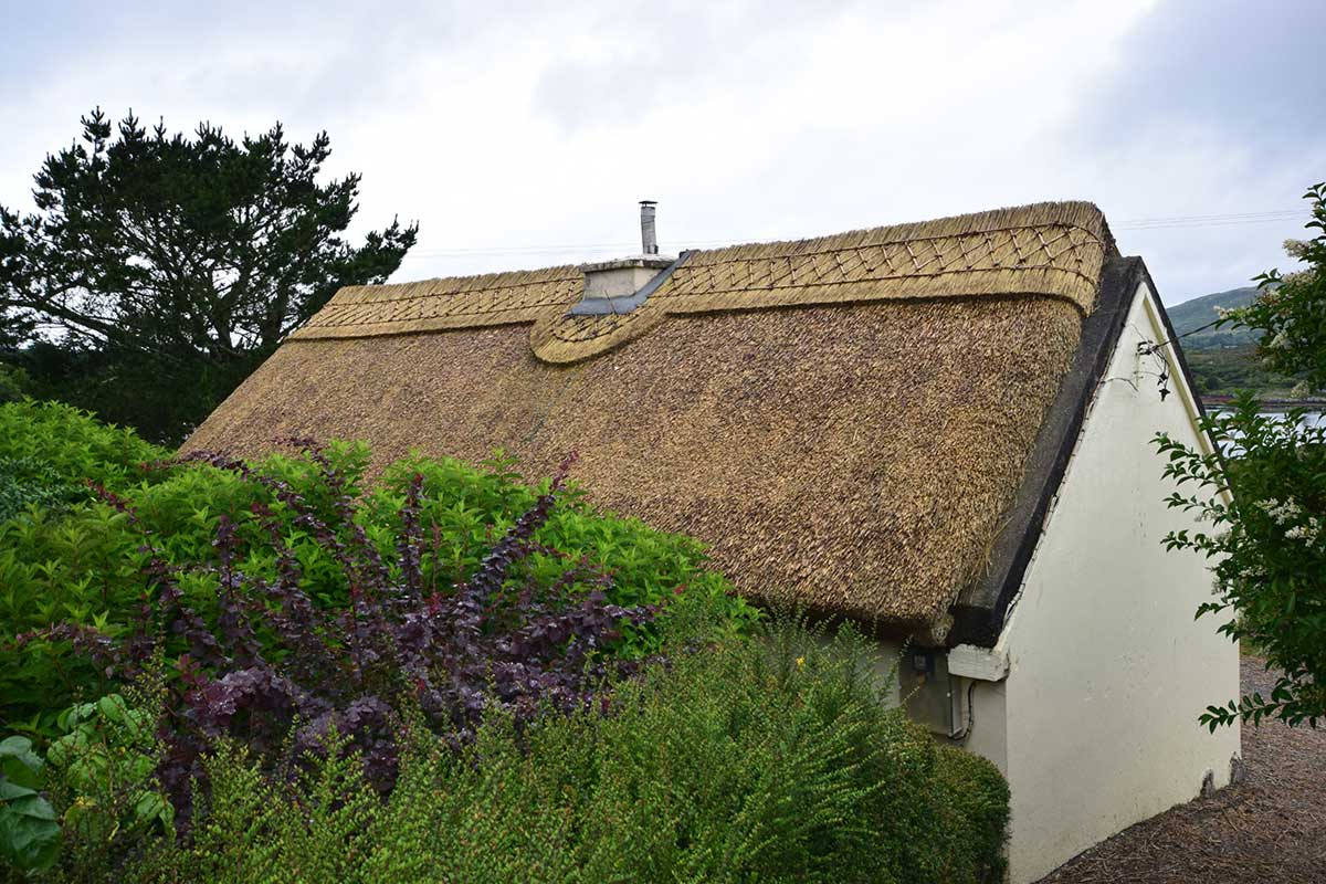 bunahowan small thatched cottage
